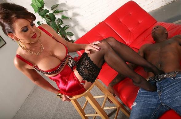 Фут массаж от грудастой проститутки